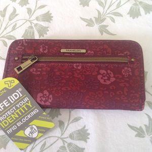 NWT Travelon wallet